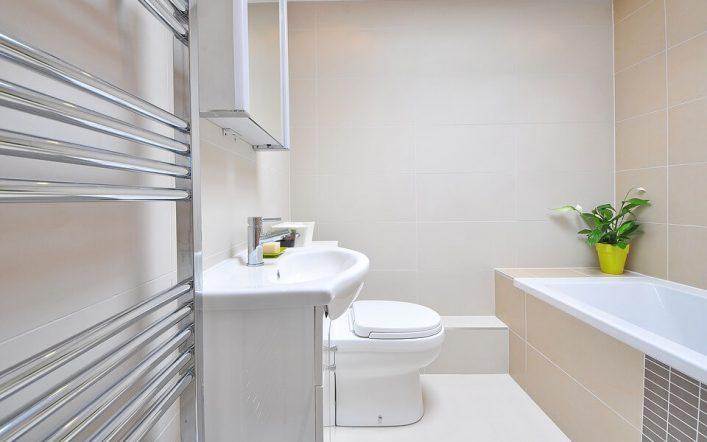 Stalowe grzejniki łazienkowe – zalety i wady
