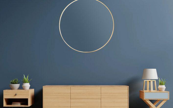 Praktyczne lustro do salonu